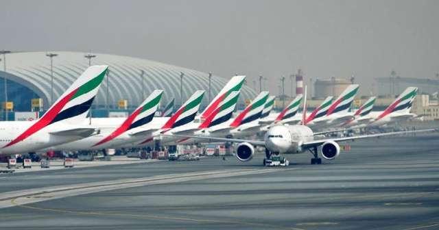 Brak nowych rekrutacji Cabin Crew, koronawirus powodem zwolnień stewardess i pilotów, bankructwa linii lotniczych, praca stewardessy zagrożona koronawirusem, stewardessa LOT bez pracy, stewardessa Emirates w domu, zamknięte lotniska i odwołane loty.